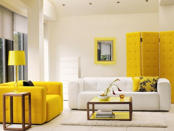 The combination of yellow and white: sofas in the living room