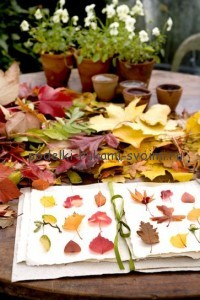 ideas of autumn decor with the use of leaves as the basis of all scenery