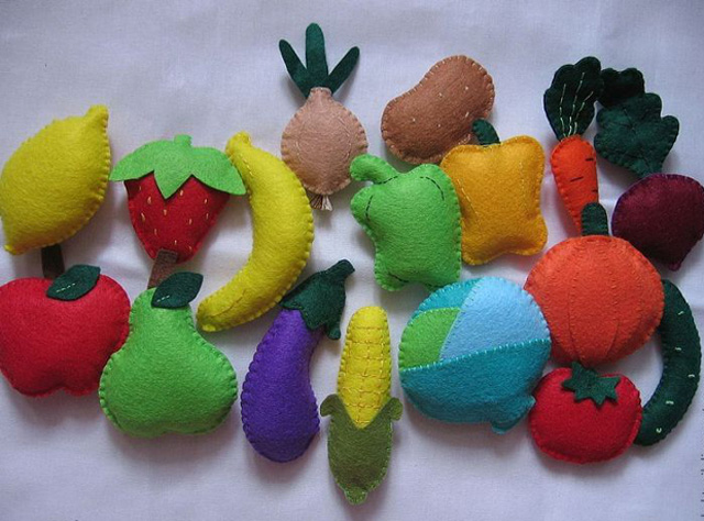 Fruits and vegetables from felt