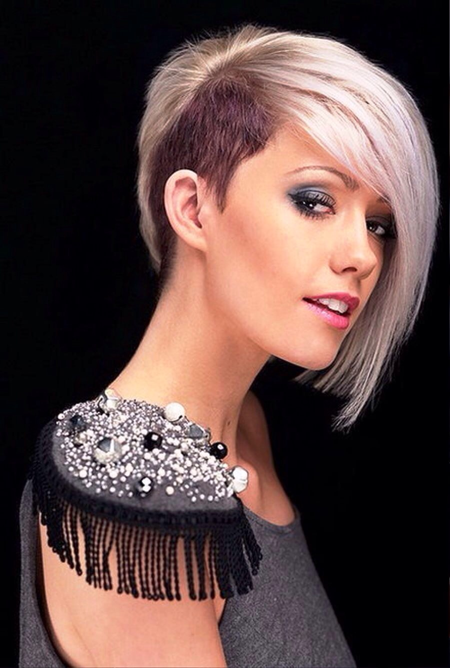The most simple and stylish hairstyles on short hair 2016. Photo №5