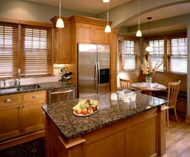 Drewniane okiennice w kuchni