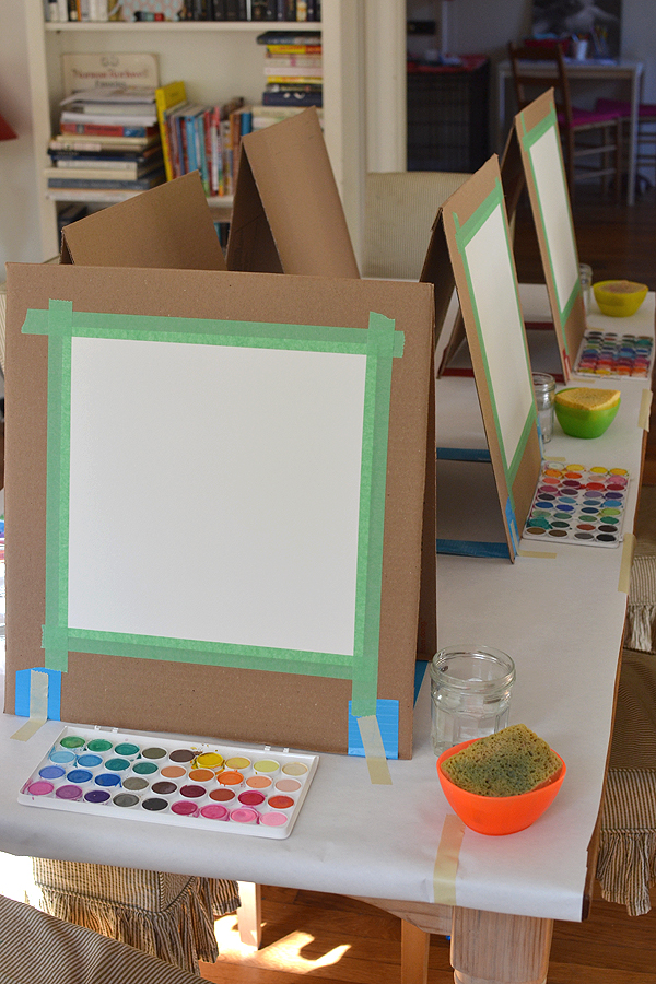 How to just make an easel child folding with your own hands.