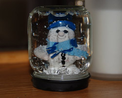 How to make a gift with your own hands. Snow globe magic glass