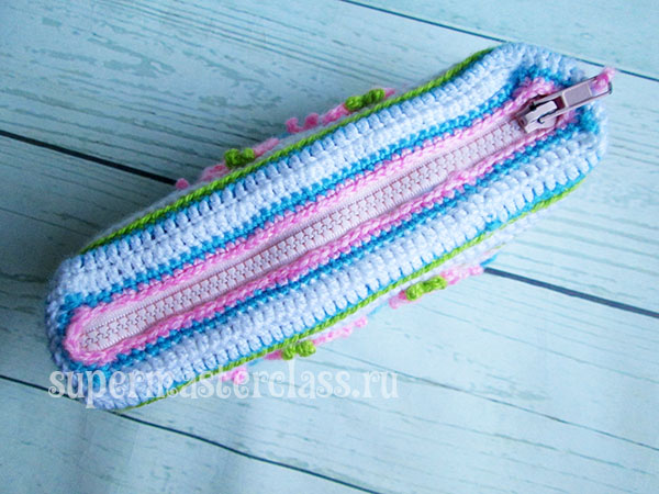 Sew zipper in knitted pencil case