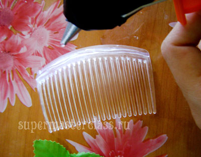 How to decorate a hair comb