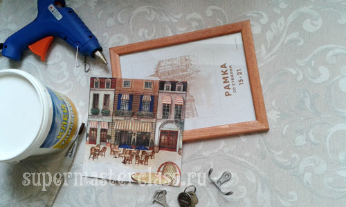 Original wall key holder with decoupage do it yourself