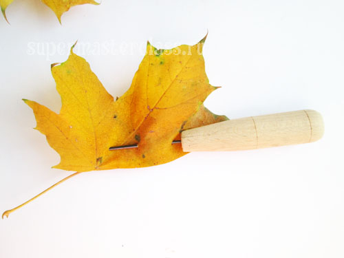 How to make a crown of maple leaves