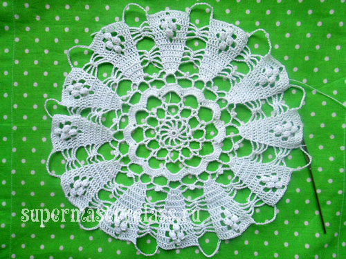 Beautiful round crocheted doily: scheme
