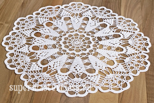 Crocheted round napkin with description
