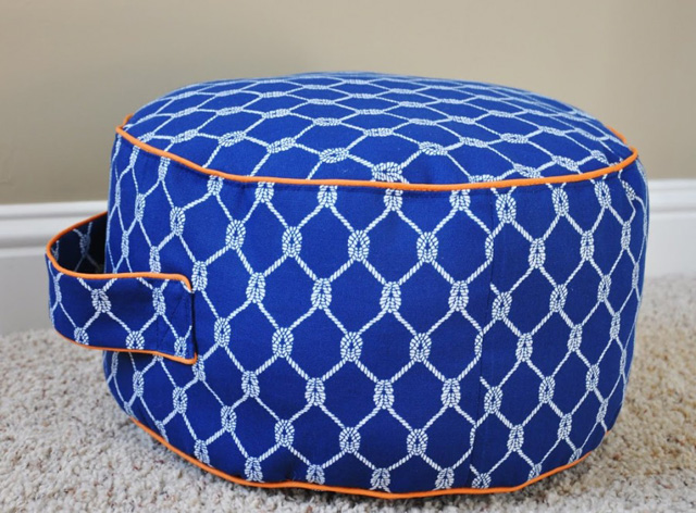 round pouffe with handle-10