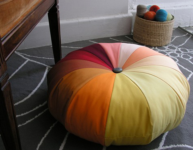 round pouffe with handle-2