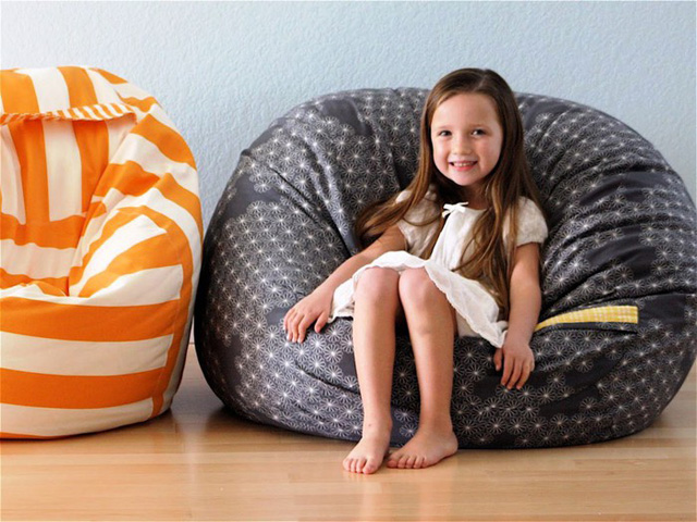 round pouffe with handle