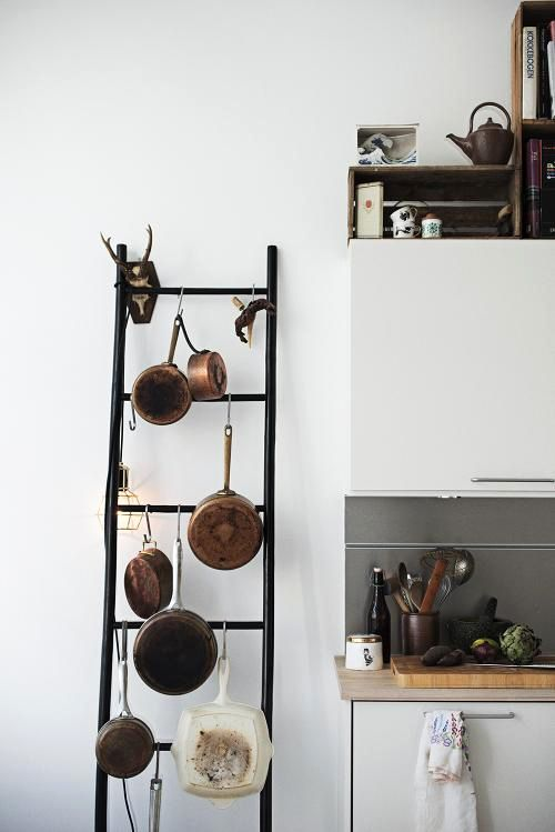 idea of ​​how to store pans in the kitchen