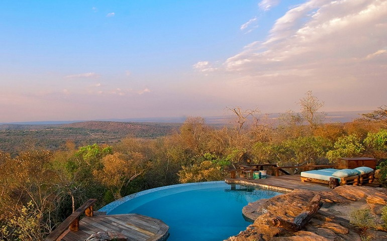 Gorgeous view from the villa on African landscapes + huge pool