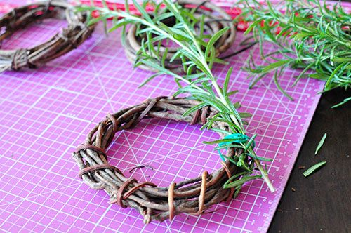 mini wreath of rosemary 03