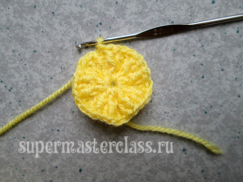 Step-by-step photos of crocheting a ball