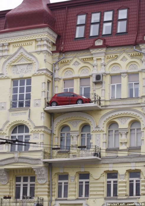 Probably the creator of the balcony with the garage function lived in Odessa