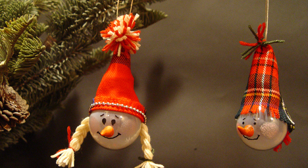 New Year snowmen from light bulbs with their own hands