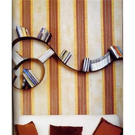 Het originele ontwerp van de planken voor boeken in de vorm van een spiraal