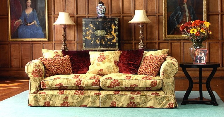 How to use textiles for autumn interior decoration photo