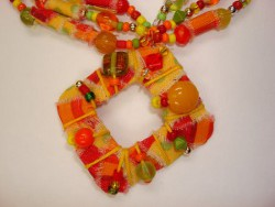 necklace from plastic bottle (1)