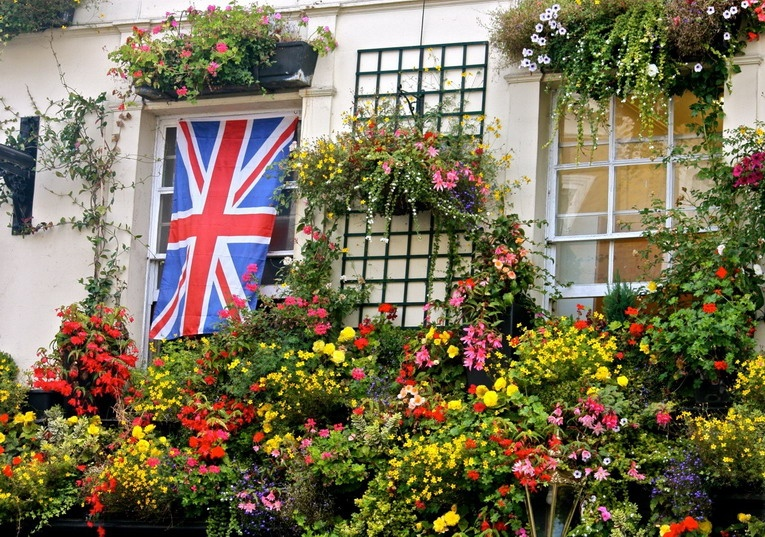 Vibrant flower pots decorated all the mill's pubs