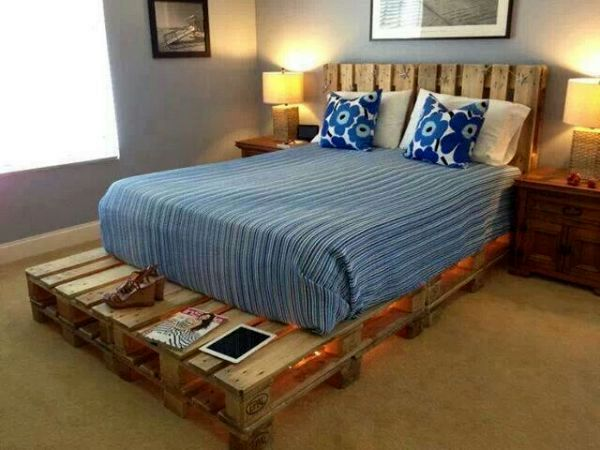 bed with own hands of unpainted pallet with a headboard and a table