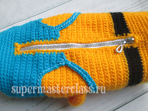 Crochet zipper in minion