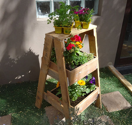 Portable flower bed in the form of a ladder