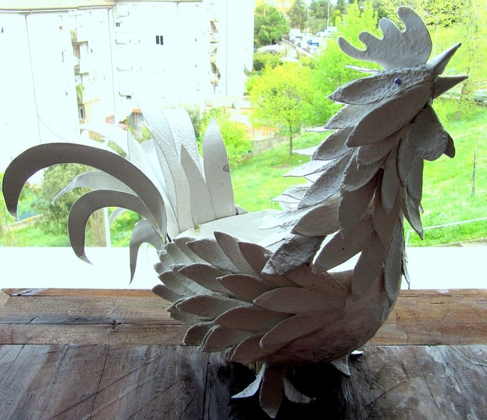 Craft Rooster from Egg Containers