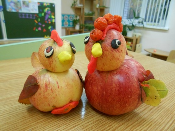 Rooster and chicken from apples and plasticine