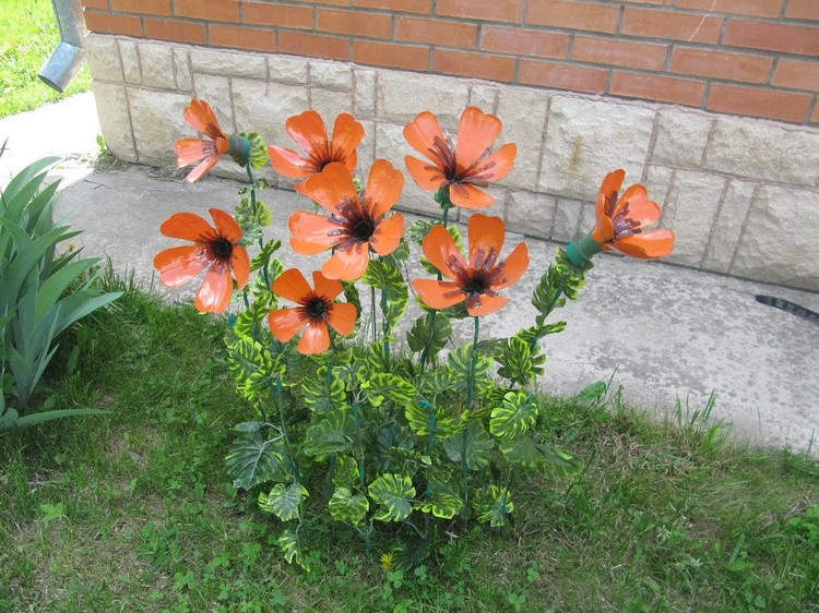 Poppies from bottles - do it yourself