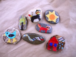 Crafts made of stones.