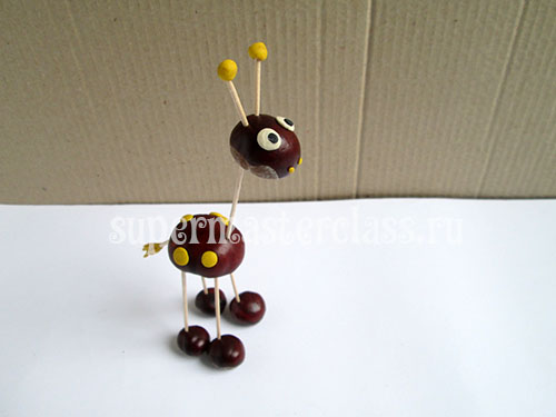Handmade chestnuts for kindergarten: giraffe