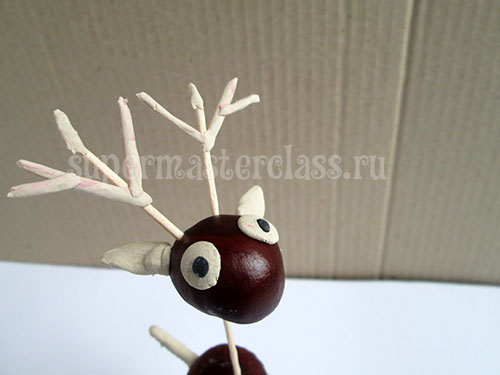 DIY deer from chestnuts for kindergarten