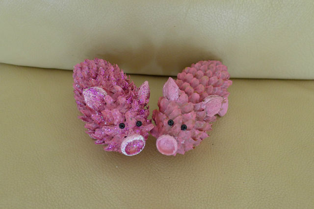 Crafts from cones with your own hands - Piglets
