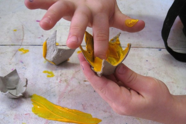 Crafts for March 8 in the kindergarten. Flowers with own hands (22)