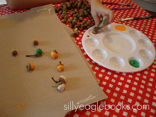 Crafts with children in the autumn.