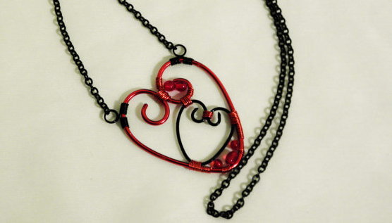 Pendants made of heart-shaped wire with their own hands