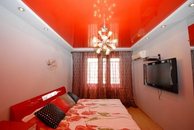 Red ceiling in the bedroom photo