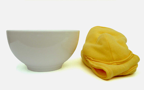 a dish and a removable pour bol pouch from Les M
