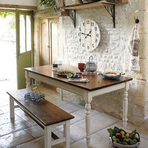 Attributes and decor elements should convey the atmosphere of Provence style