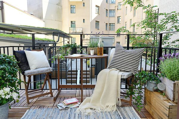 how to decorate an open balcony in Scandinavian style