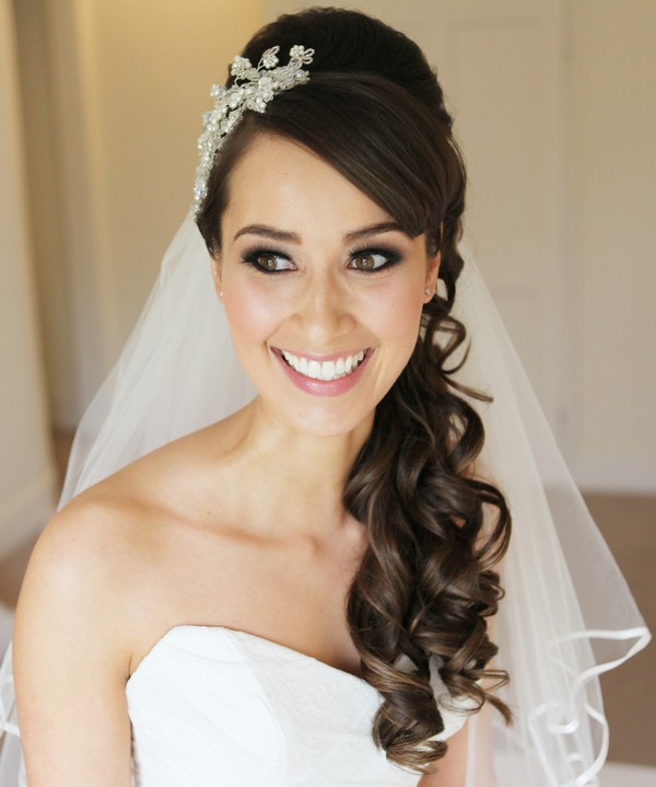 Hairstyles with veil for long hair. Photo # 2