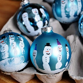 Christmas toy with a snowman painting a ball