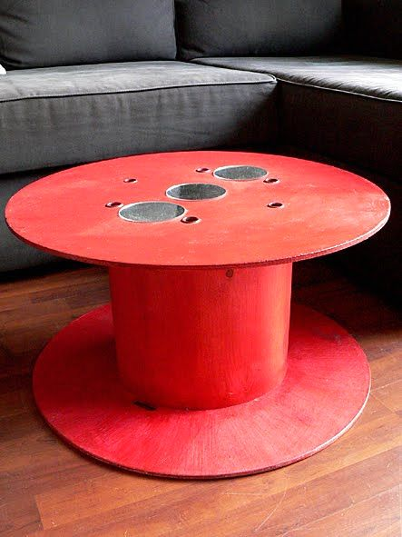 red round table with your own hands from the cable reel