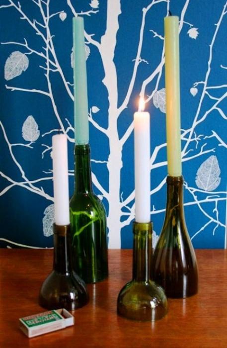 Kaarsenhouders van glazen flessen