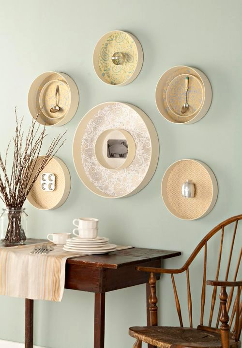 Cutlery in a round frame