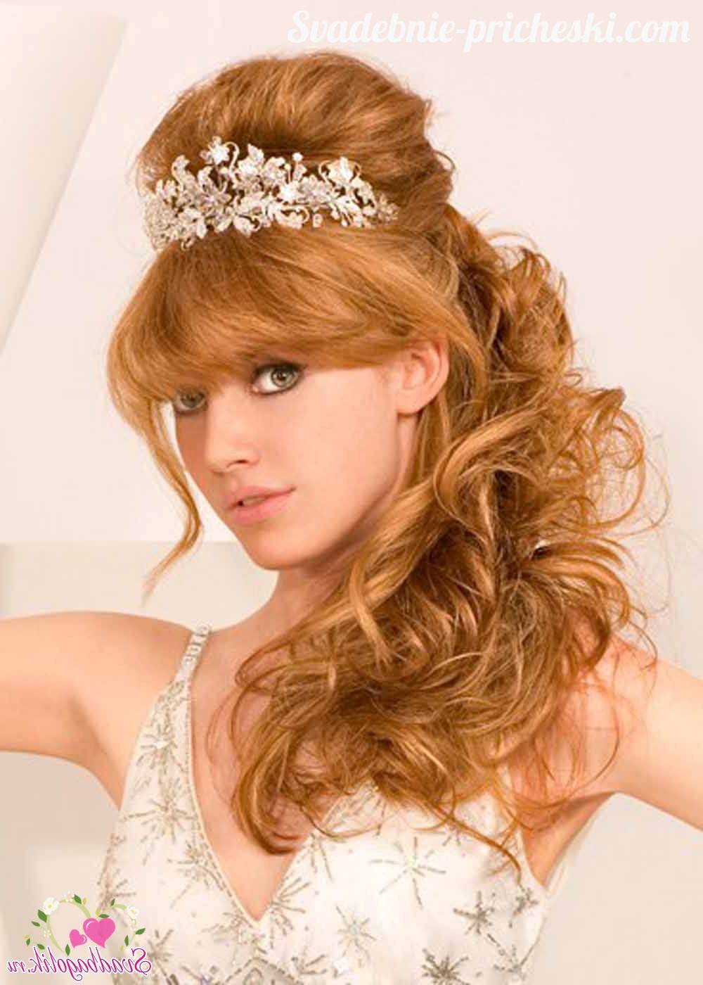 The most beautiful evening hairstyles in the Greek theme. Photo №5