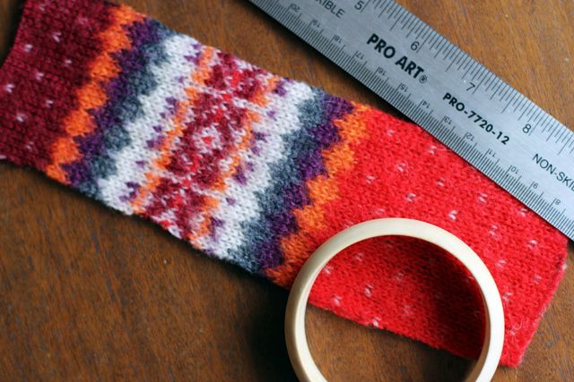 master class how to make knitted bracelets from a sweater